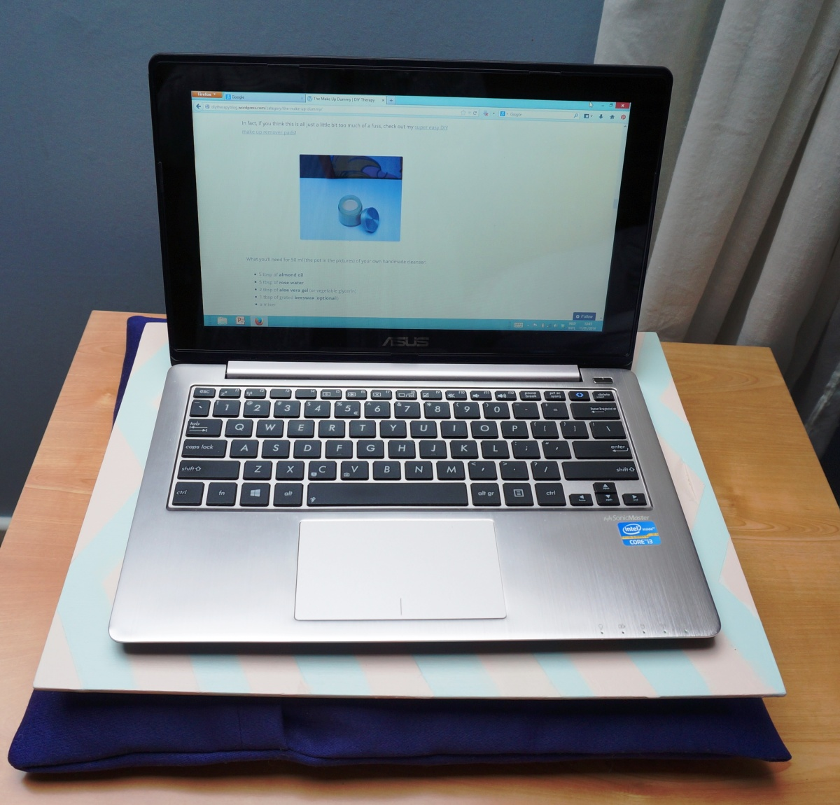Keep Your Laptop And Legs Comfy Easy Diy Laptop Tray