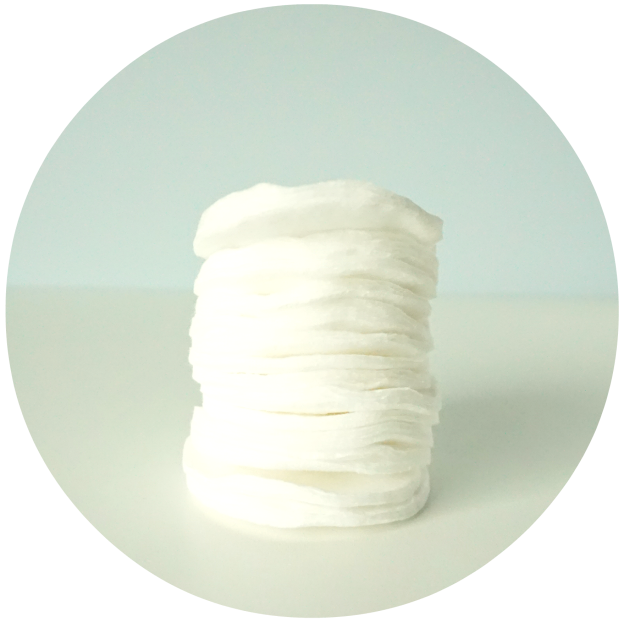 How to make your own easy Coconut oil eye makeup remover pads - only 1 magic ingredient! A DIY by The Makeup Dummy